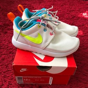 Girls Nike Roshe athletic tennis shoes white neon